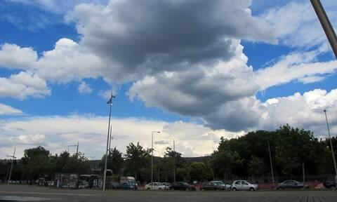 Καιρός σήμερα: Με κανονικές θερμοκρασίες η Παρασκευή - Πού θα σημειωθούν βροχές