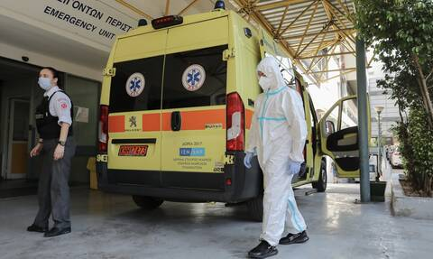 Κορονοϊός: Δοκιμάζονται οι αντοχές του συστήματος υγείας – Σε συναγερμό μετά τους 98 διασωληνωμένους
