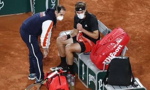 Τσιτσιπάς – Τζόκοβιτς: Με πρόβλημα τραυματισμού συνεχίζει ο Στέφανος! (pics+vid)