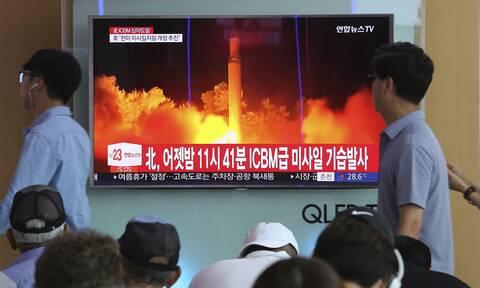 Βόρεια Κορέα: Η Πιονγκγιάνγκ παρουσίασε έναν μεγάλο, διηπειρωτικό πύραυλο για πρώτη φορά από το 2018