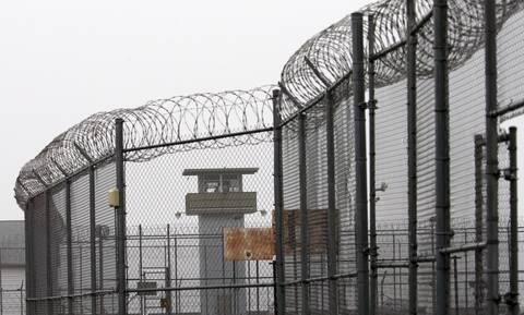 Υπάλληλοι φυλακών τιμωρούσαν κρατουμένους με παιδικό τραγούδι - Κατηγορούνται για σκληρότητα!