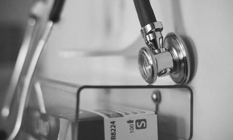 Σοκ με το γιατρό που ασελγούσε σε κοιμισμένες ασθενείς (video)