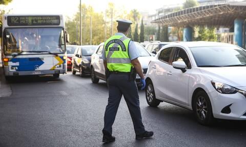 Κορονοϊός - Αττική: Πόσα άτομα επιτρέπονται σε αυτοκίνητα και ταξί - Τι αλλάζει