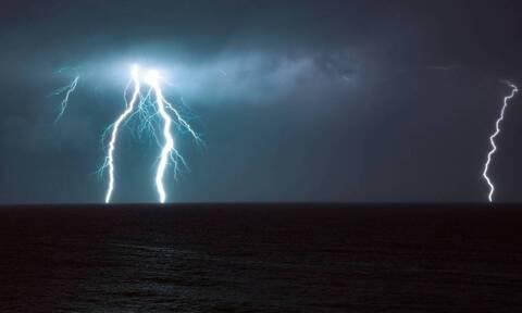 Καιρός: Προσοχή τις επόμενες ώρες! Ραγδαία επιδείνωση - Καταιγίδες και πτώση της θερμοκρασίας