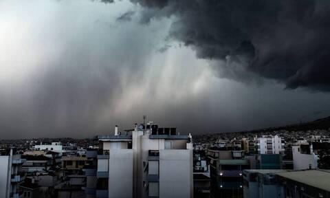 Καιρός: Ραγδαία επιδείνωση του καιρού και στην Αττική με καταιγίδες και χαλαζοπτώσεις