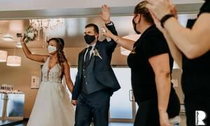Οι καλύτερες γαμήλιες φωτογραφίες εν μέσω πανδημίας