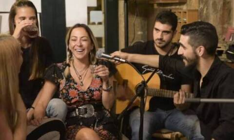 Τρομερό παρεάκι στα Ανώγεια με την Μελίνα Ασλανίδου στο μικρόφωνο και τις… ρακές (vid)