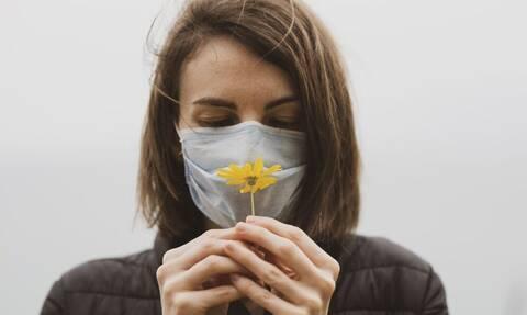 Κορονοϊός: Προσοχή! Αν δεν μπορείς να μυρίσεις αυτά τα δύο πιθανότατα έχεις τον ιό