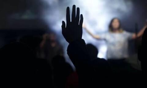 Δύσκολες ώρες για τραγουδιστή: Δίνει μάχη με τον καρκίνο