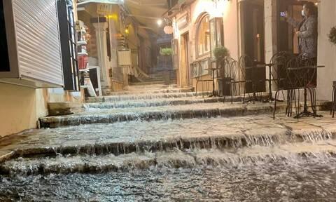 Καιρός: «Άνοιξαν» οι ουρανοί στην Κέρκυρα - Ισχυρή καταιγίδα σάρωσε το νησί