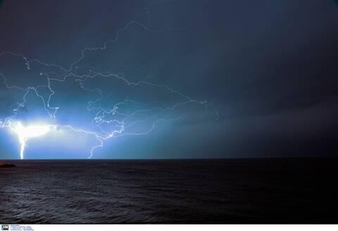 Κακοκαιρία: 10.000 κεραυνοί σε λίγες ώρες στο Ιόνιο - Πλημμύρες και προβλήματα στην Κέρκυρα