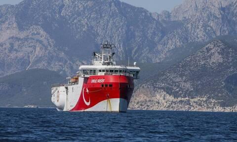 Oruc Reis: Δεν έχει ρίξει καλώδια - Πλέει νότια από το Καστελόριζο