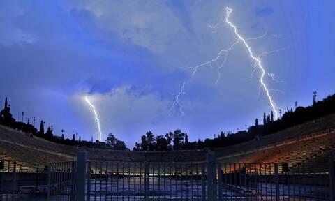 Καιρός: Ισχυρή καταιγίδα ΤΩΡΑ στην Αττική - Πόσο θα διαρκέσει η κακοκαιρία