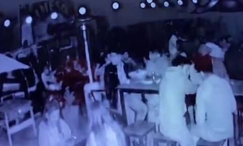 Σοκαριστικό βίντεο: Έκρηξη θερμάστρας σε μπαρ – Σκοτώθηκε 19χρονη (πολύ σκληρές εικόνες)