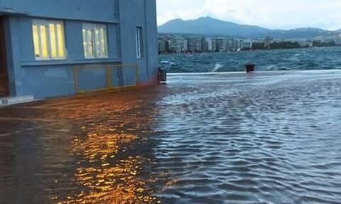 Κακοκαιρία - Θεσσαλονίκη: Απίστευτες εικόνες στη Λεωφόρο Νίκης – Η στεριά έγινε θάλασσα (pics)