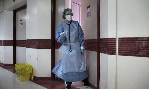 Κορονοϊός: Σε δύο νοσοκομεία οι έξι στους 10 ασθενείς στην Αττική