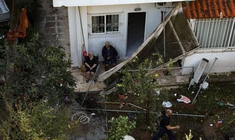 Νέο Ηράκλειο: 3 τραυματίες από την κακοκαιρία – Σε σοβαρή  κατάσταση 65χρονη μετά από πτώση τοίχου