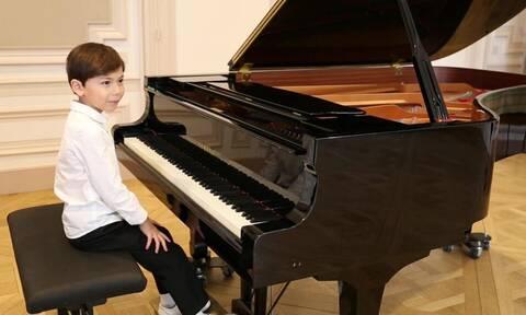 Γνωρίστε τον 6χρονο πιανίστα που παίζει Rachmaninoff (vids+pics)