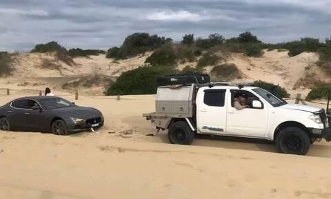 Πήγαν να τραβήξουν Maserati από την άμμο αλλά έκαναν τρελή γκάφα (vid)