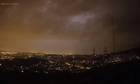 Καιρός: Μοναδικές εικόνες από την πρωινή καταιγίδα στην Αθήνα (vid)