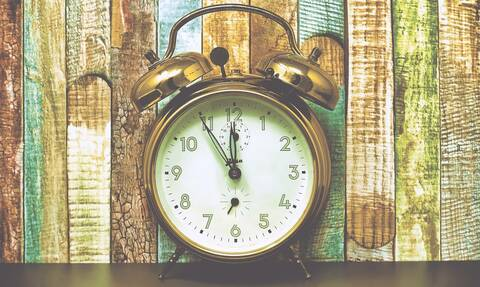Αλλαγή ώρας 2020: Πότε γυρνάμε τους δείκτες των ρολογιών μας μία ώρα πίσω