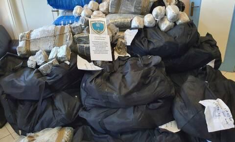 Μεγάλη επιχείρηση Λιμενικού: Βρήκαν 1 τόνο κάνναβης, αξίας 6,7 εκατ. ευρώ