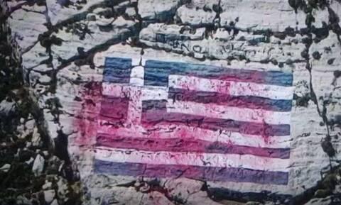 Καστελόριζο - Βεβήλωση της ελληνικής σημαίας: Βρέθηκαν τα μπαλόνια με την κόκκινη μπογιά