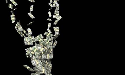 Μοντέλο βγάζει χιλιάδες δολάρια πουλώντας τα…. (photo)
