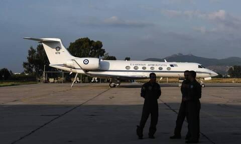 Κίνδυνευσε το αεροσκάφος του Δένδια: Παραλίγο να ξεμείνει από καύσιμα και να συντριβεί