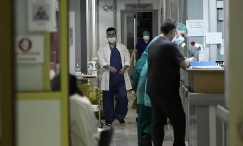 Κορονοϊός: Φονικός Οκτώβρης στην Ελλάδα με 80 νεκρούς σε 2 εβδομάδες - Αγωνία για τα γηροκομεία