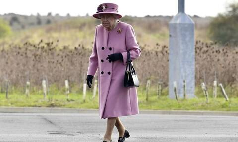Βασίλισσα Ελισάβετ: Η πρώτη εμφάνιση μετά τον Μάρτιο – Γιατί δεν φόρεσε μάσκα