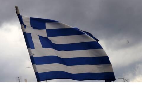 Κρήτη: Tεράστια ελληνική σημαία - μήνυμα προς τους Τούρκους