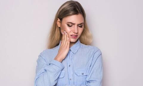 Ευαισθησία δοντιών: Οι παράγοντες που επιδεινώνουν το πρόβλημα (εικόνες)