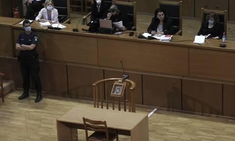 Δίκη Χρυσής Αυγής - Αναστολές: Ανέβηκαν στην έδρα και πάλι οι δικαστές