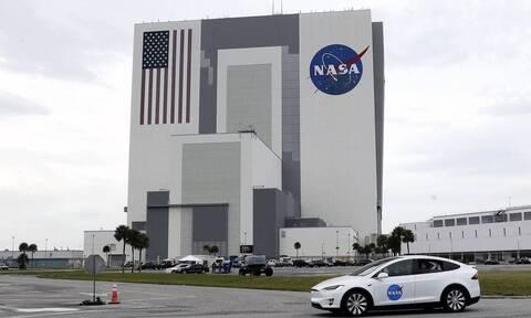 Δίκτυο κινητής τηλεφωνίας και στη... Σελήνη: H NASA χρηματοδοτεί γνωστή εταιρεία
