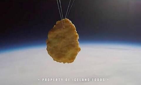 Βρετανία: Αλυσίδα σουπερμάρκετ έστειλε στο διάστημα… κοτομπουκιά