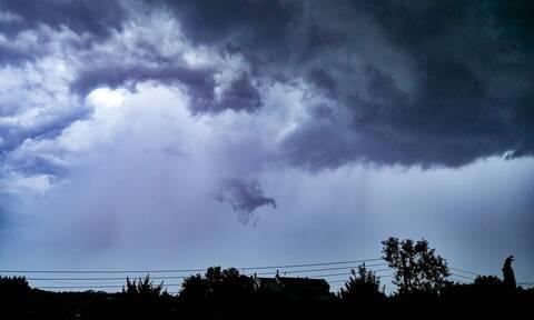 Άστατος σήμερα ο καιρός - Πού θα βρέξει τη Δευτέρα (χάρτες)