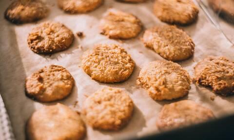 Νόστιμα και υγιεινά μπισκότα βρώμης με τέσσερα μόνο υλικά