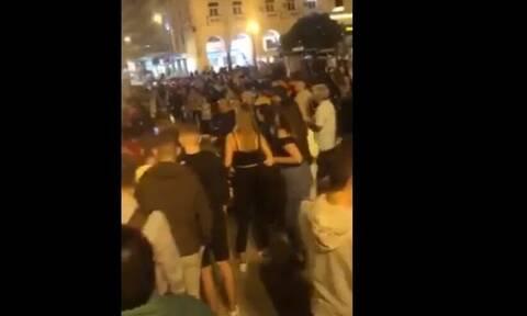 Κορονοϊός: Η Θεσσαλονίκη «βράζει» αλλά μερικοί τον... χαβά τους - Απίστευτες εικόνες συνωστισμού