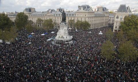 Οι Γάλλοι στους δρόμους για τον αποκεφαλισμό του καθηγητή Σαμιέλ Πατί