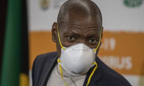 Νότια Αφρική: Θετικός στο κορονοϊό ο υπουργός Υγείας Ζουέλι Εμκίζε