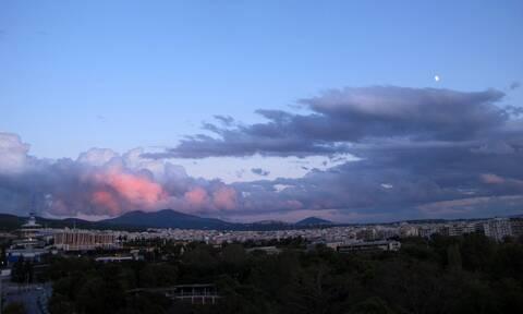 Καιρός σήμερα: Συννεφιά, βροχές και πτώση της θερμοκρασίας - Πού θα σημειωθούν καταιγίδες