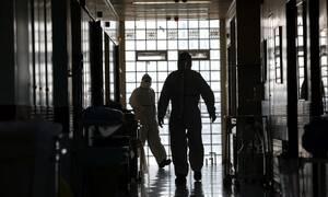 Κορονοϊός: Ποιους και πόσους θα σκοτώσει ο ιός έως το 2024 - Τι δείχνει η μελέτη Έλληνα επιστήμονα