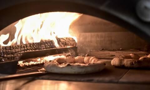 Ο master της πίτσας τα έκανε... μαντάρα κι έγινε viral! (video)