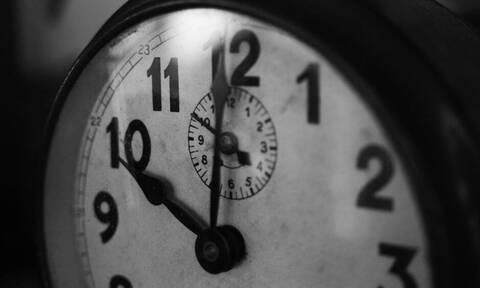 Πότε αλλάζει η ώρα: Δείτε πότε θα γυρίσουμε τα ρολόγια μια ώρα πίσω