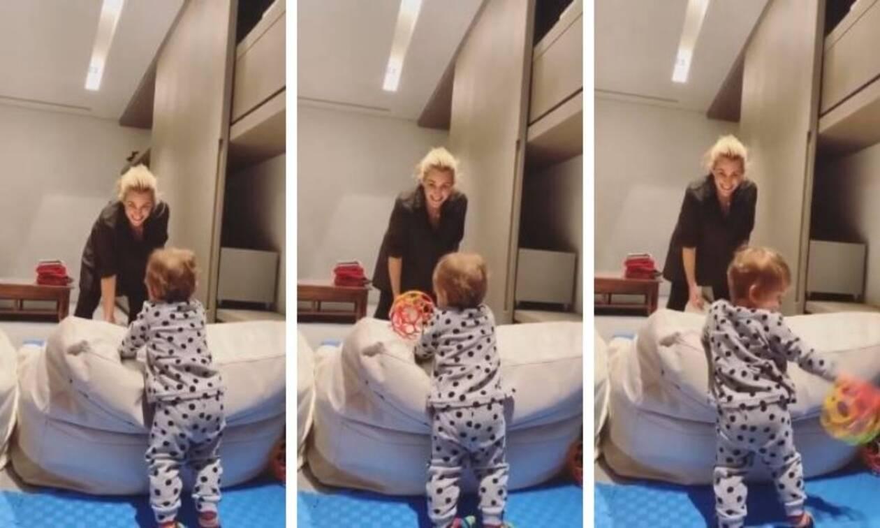 Τζένη Μπότση:Η κόρη της ξεκαρδίζεται στα γέλια-Ό,τι πιο γλυκό θα δείτε (vid)