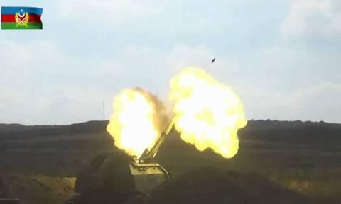 В Баку сообщили о продолжавшихся всю ночь боях на нескольких направлениях в Карабахе