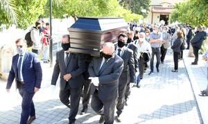Κηδεία Κώστα Μπατή: Θλίψη στο τελευταίο αντίο (pics)