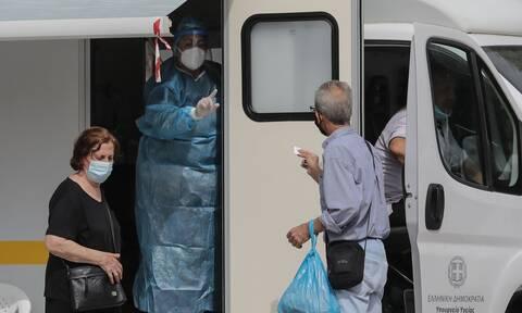 Κορονοϊός: Επέλαση του ιού με 667 κρούσματα σε όλη τη χώρα - Ποιες περιοχές κινδυνεύουν με lockdown