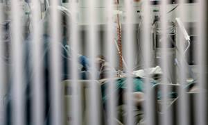 Κορονοϊός: «Βράζει» η χώρα από τη ραγδαία αύξηση κρουσμάτων - Στο στόχαστρο του ιού οι ηλικίες 18-39